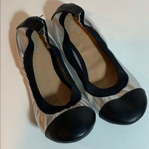 Old Navy Black & Silver Flats size 8